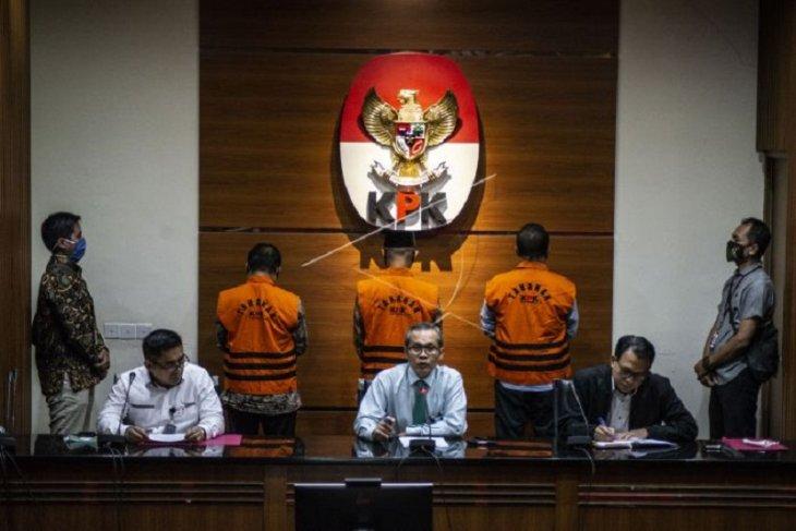 KPK tahan tiga mantan pimpinan DPRD terkait
