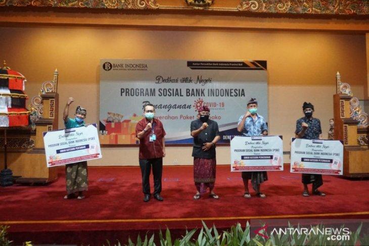 BI Bali beri 1.550 paket bahan pokok kepada anggota UMKM