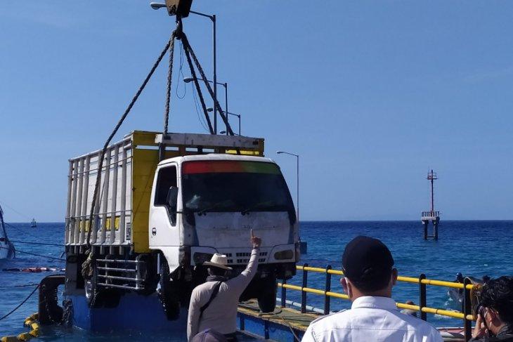 Semua kendaraan dievakuasi dari Kapal Dharma Rucitra III di Padangbai