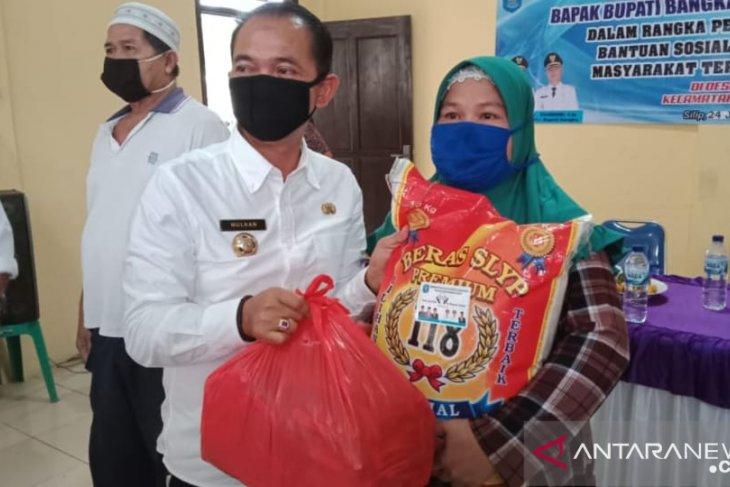 Bupati Bangka: pejabat menunggu masyarakat ditunggu
