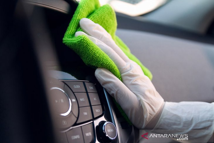 Rawat secara mandiri body mobil jadi kembali mengkilap di rumah dengan cara ini