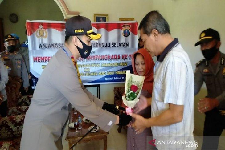 Sambut HUT Bhayangkara ke-74 Polres Tapsel berikan tali asih