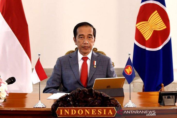 Jokowi meminta para menteri membuat terobosan untuk mengatasi pandemi COVID-19