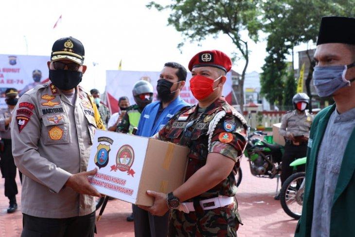 Polda Sumatera Utara serahkan 1.000 paket sembako pada lima elemen