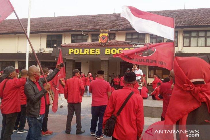 Polres Bogor serahkan laporan PDIP ke Polda Metro Jaya, terkait pembakaran bendera
