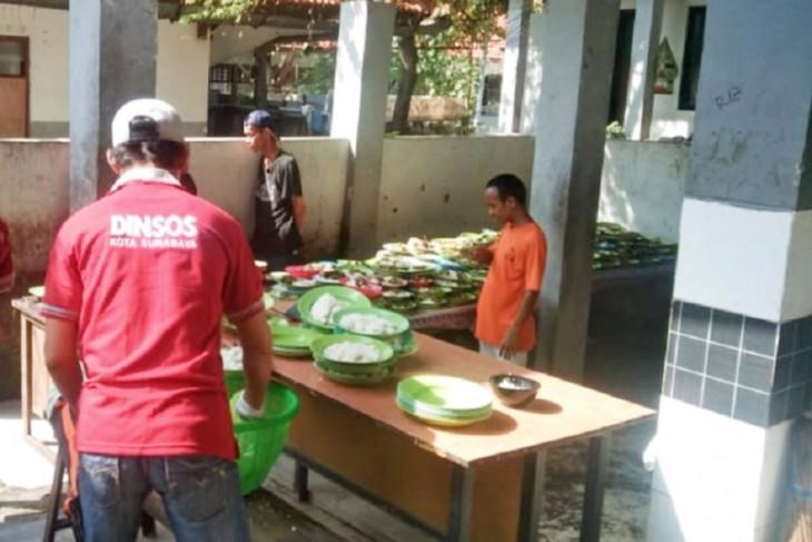 Pelanggar protokol kesehatan di Kota Surabaya disanksi beri makan ODGJ