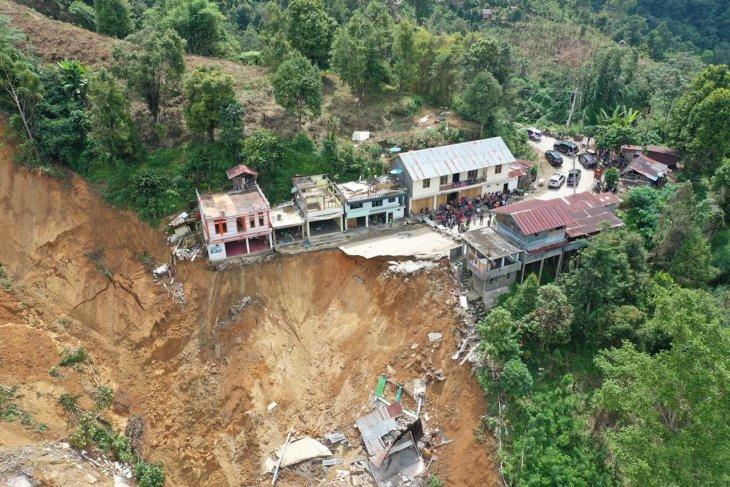 Alih fungsi lahan diduga sebabkan longsor poros Palopo-Toraja, Sulsel