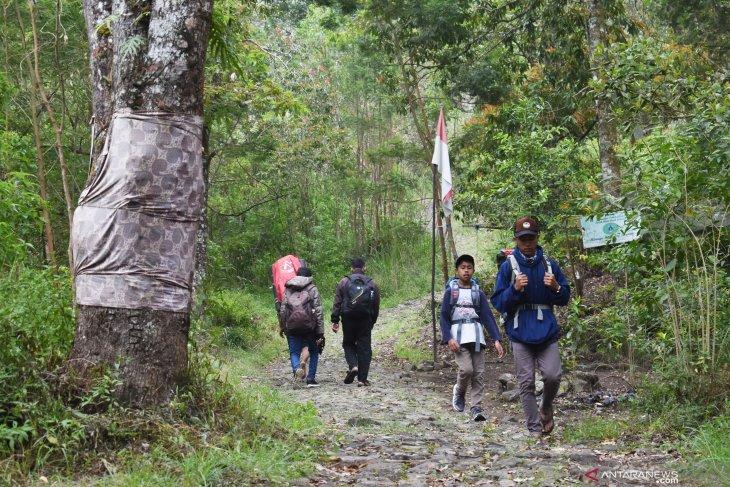 Jalur Pendakian Gunung Lawu Kembali Dibuka
