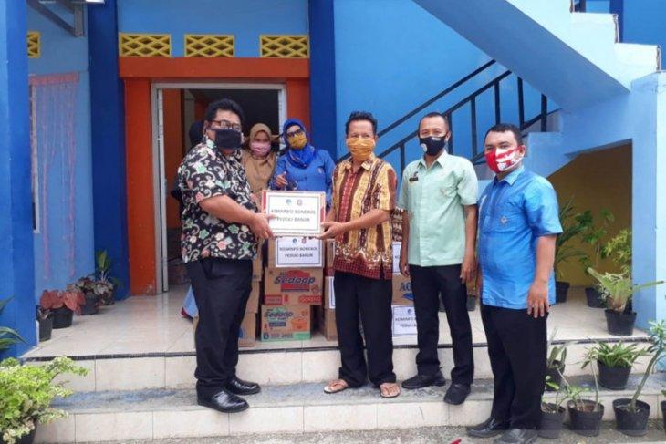 Kominfo Bone Bolango serahkan bantuan bagi korban banjir