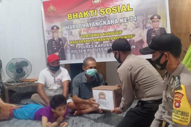 Polisi bantu keluarga penderita penyakit retardasi mental dan hidrosefalus