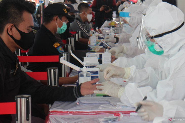 Sebanyak  92.964 warga Surabaya telah jalani tes cepat COVID-19 gratis