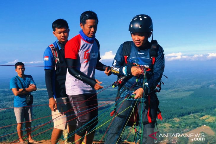 Gunung Wayang diproyeksikan jadi objek wisata paralayang pertama di Lumajang
