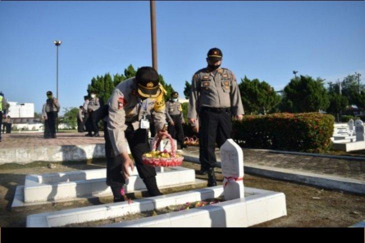 Polres Tebing Tinggi ziarah ke makam pahlawan