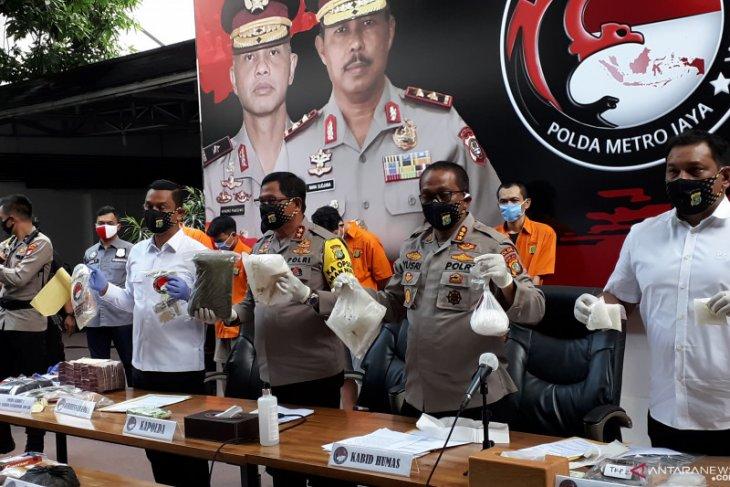 Polisi ringkus produsen tembakau gorila cair di Jakarta