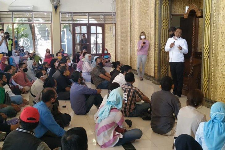 Ratusan orang tua protes PPDB SMP jalur zonasi di Surabaya