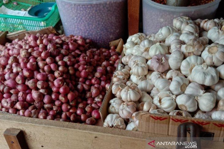 Harga bawang di pasar tradisional Ambon turun