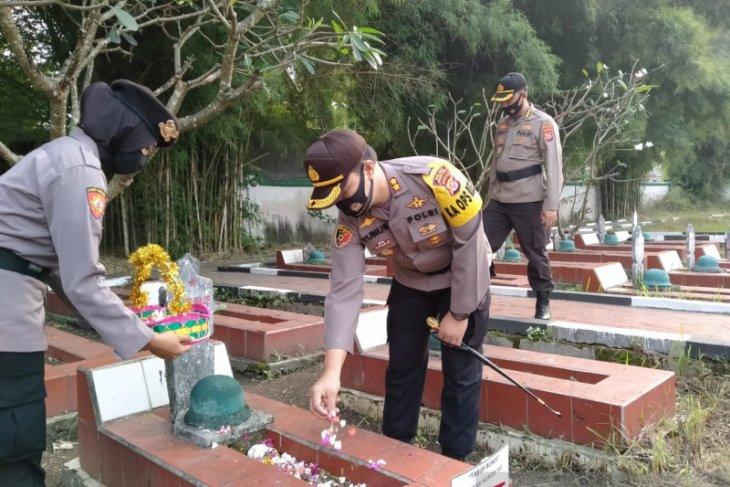 Sambut Hari Bhayangkara, Kapolres Serang Kota ziarah di TMP