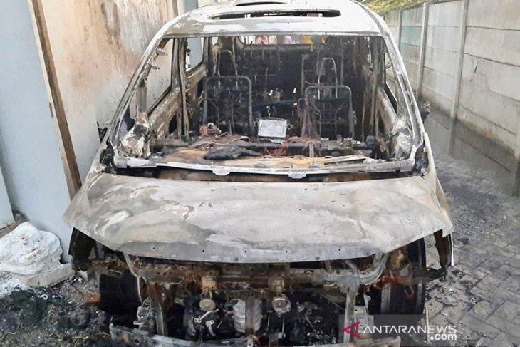 Pembakar mobil mewah Via Vallen diduga tetangganya sendiri