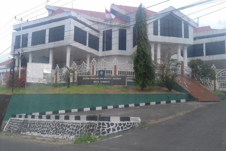 Ketua DPRD Kota Ternate sayangkan mutasi ASN