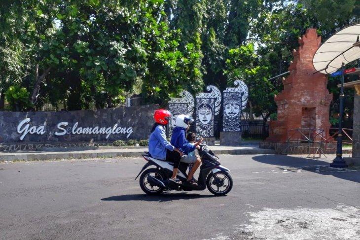 Wisata Goa Selomangleng tutup