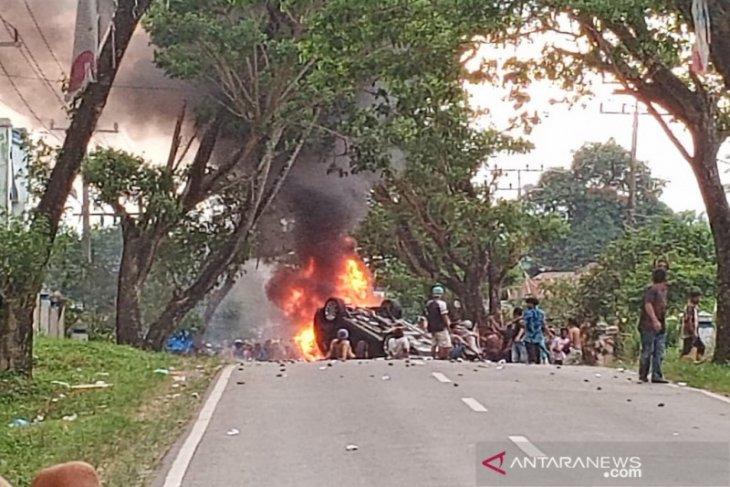 Belasan jam Jalinsum diblokir, Kades Mompang Julu akhirnya mengundurkan diri