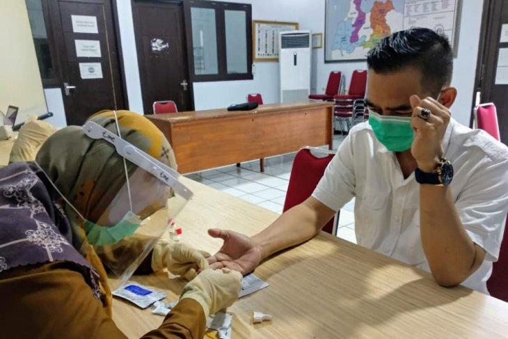 Komisioner dan Pegawai KPU Kabupaten Serang jalani rapid tes