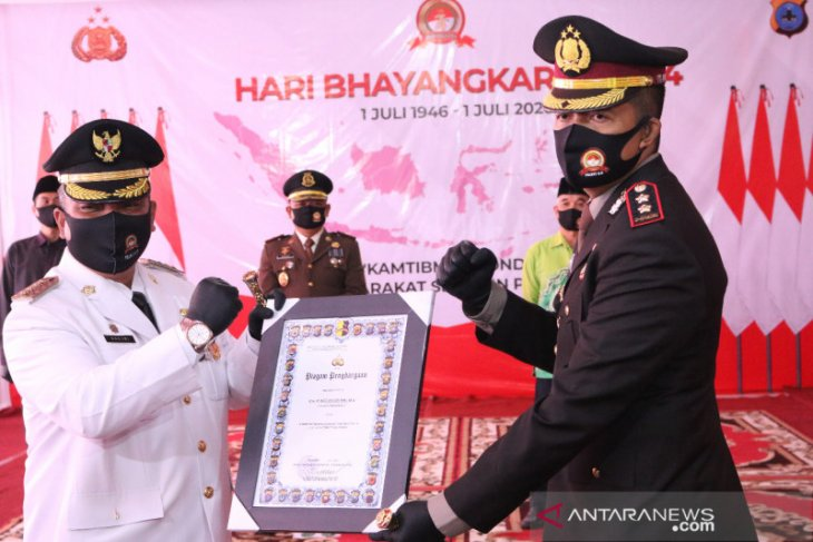 Wali Kota terima penghargaan di HUT ke-74 Bhayangkara