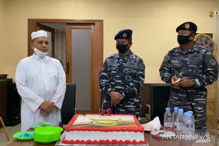 Danlantamal-Komandan guspurla berikan kejutan di HUT Bhayangkara