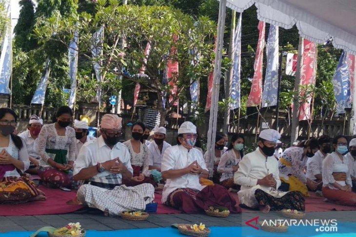 ITB Stikom Bali dan ribuan pendeta Hindu doakan kedamaian Nusantara selama COVID-19