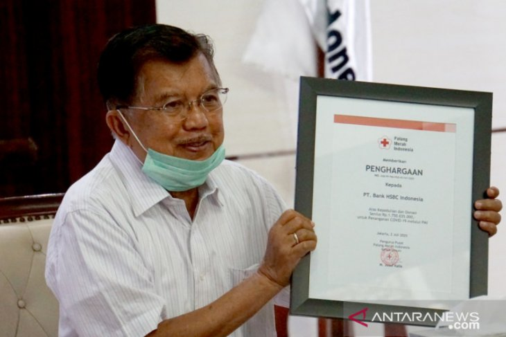 HSBC Indonesia salurkan bantuan APD untuk tenaga medis melalui PMI