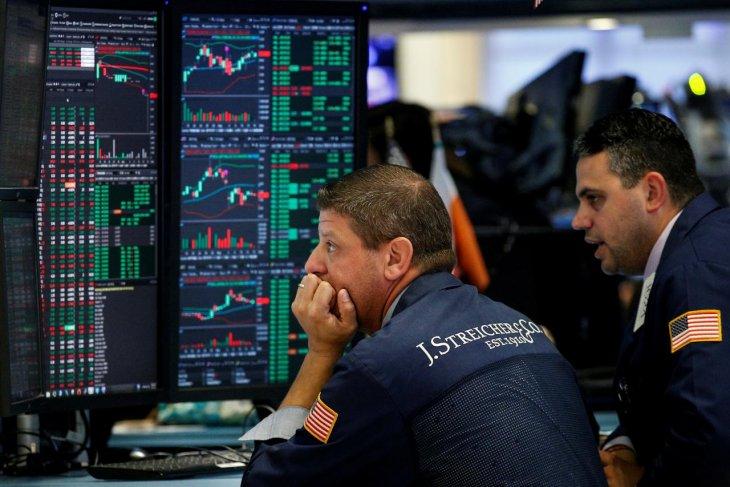 Wall Street beragam, S&P 500 dan Nasdaq jatuh terseret penurunan saham teknologi
