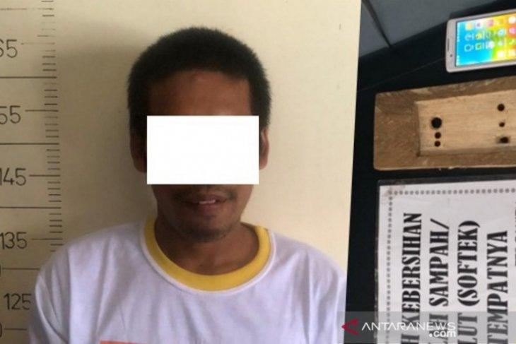 Polisi tangkap warga rekam perempuan di toilet pakai hp tersembunyi