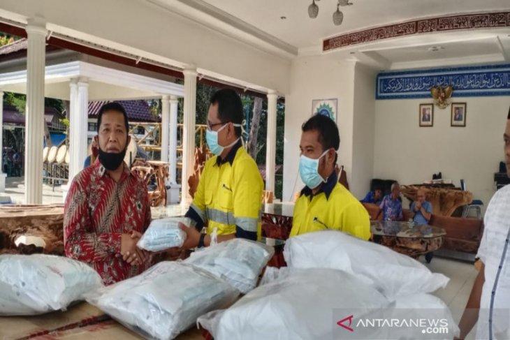 Sorikmas Mining bantu APD ke Pemkab Madina