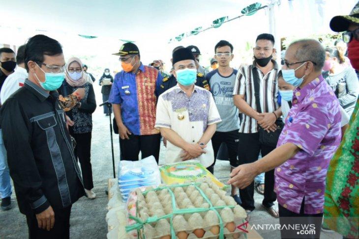 Sambas bantu penuhi kebutuhan pokok warga daerah perbatasan Indonesia-Malaysia