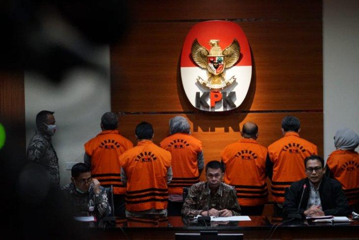 Tujuh tersangka suap libatkan Bupati Kutai Timur ditahan di rutan berbeda