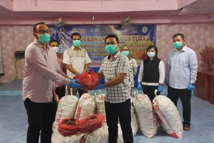 Bupati Tapteng berikan 450 Kg jahe merah kepada tenaga medis