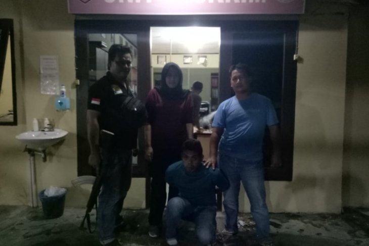 Seorang warga ditangkap setelah aksi cabulnya di kantor Desa terpergok orang tua korban