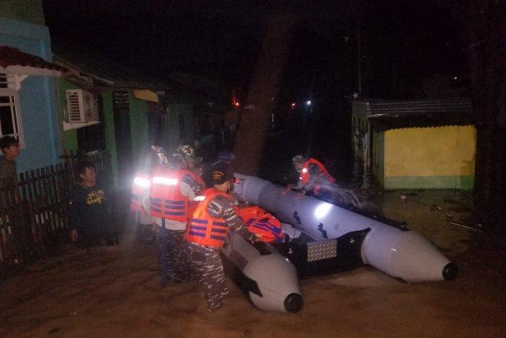 Bantu korban banjir, Lanal Gorontalo kerahkan dua tim