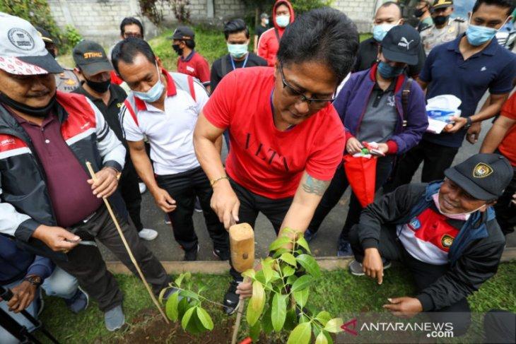Pemkab Badung  tanam pohon badung untuk lestarikan lingkungan