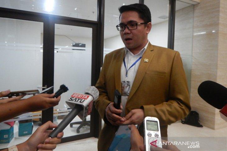 DPR terpaksa setuju legislator maju pilkada harus mundur