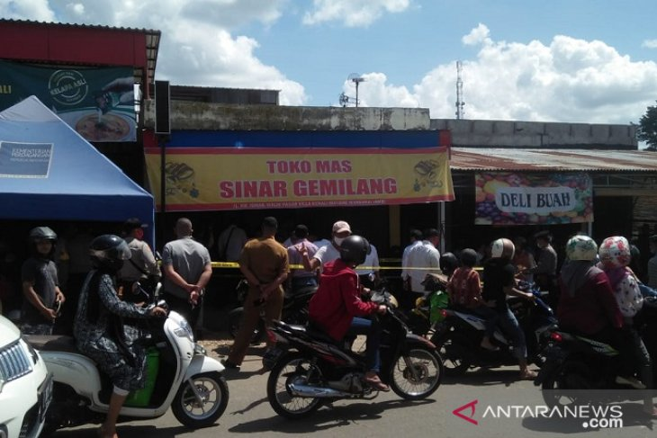 Saksi dengar delapan kali  tembakan senpi saat rampok  beraksi menjarah toko emas di Jambi