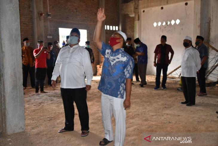 Wali kota serahkan bantuan Rp200 juta untuk lanjutan pembangunan Masjid Taqwa Sibolga