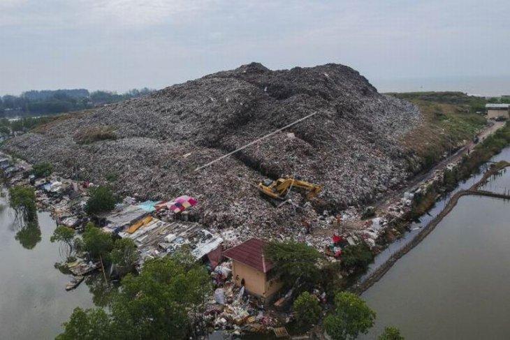 Tumpukan sampah melebihi batas