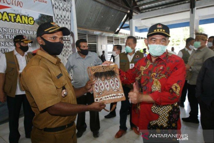 Menko PMK  Muhadjir Effendy dorong pemugaran rumah adat Papua