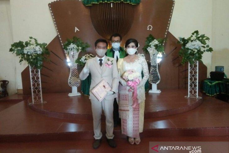 Gelaran pesta nikah perdana dengan protokol kesehatan di masa pandemi COVID-19 di Taput