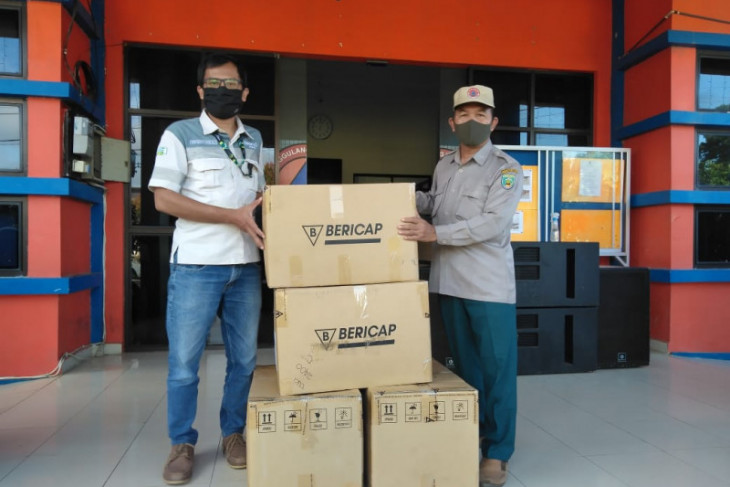 Adaro hands over 36 thousand masks to Balangan's BPBD