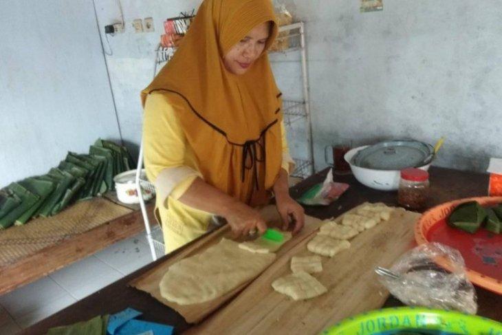 Kue balok khas Kabupaten Pandeglang diminati wisatawan