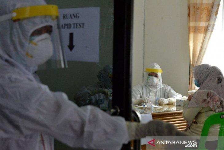 Puluhan ASN Pemprov Aceh reaktif tes cepat COVID-19