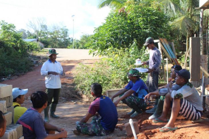 Sebelum memulai kegiatan anggota TMMD Kodim 1203/Ktp lakukan briefing