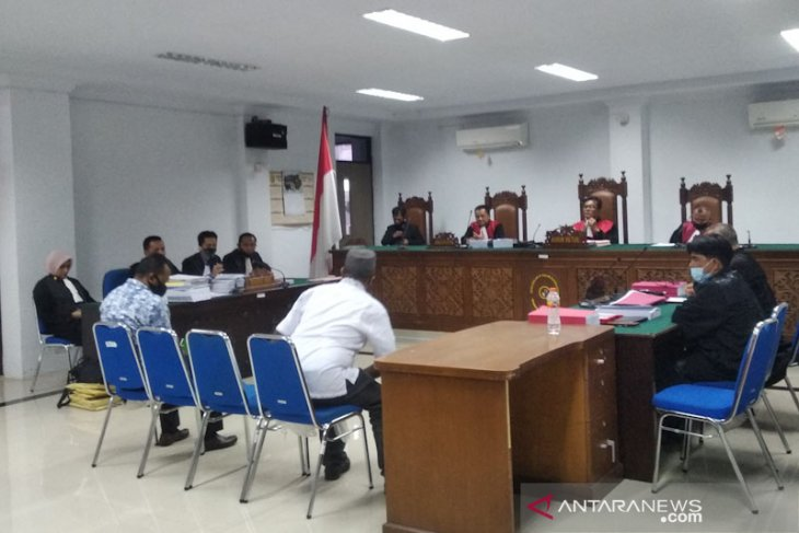 Majelis hakim diminta hadirkan dua mantan kepala dinas ke persidangan